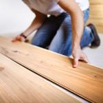 laminate floor installer installing laminate flooring