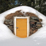 800px-Root_cellar_entrance_in_winter