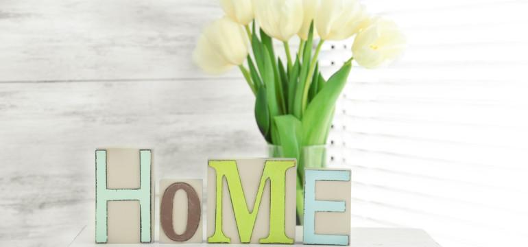home vase of flowers