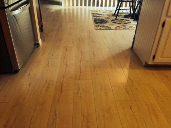 light wood laminate flooring