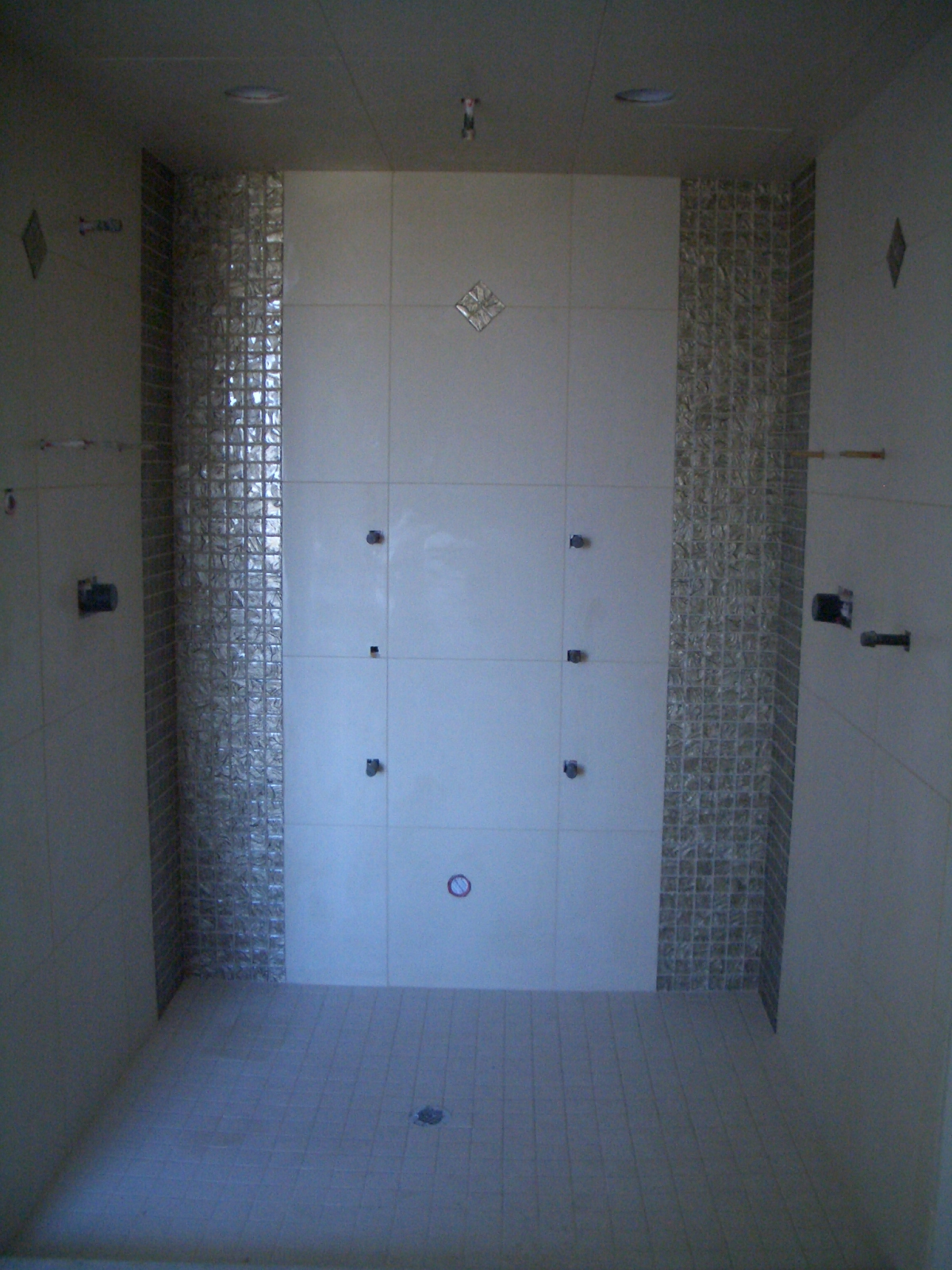 Glass Tiles as Accents in Tile Installations