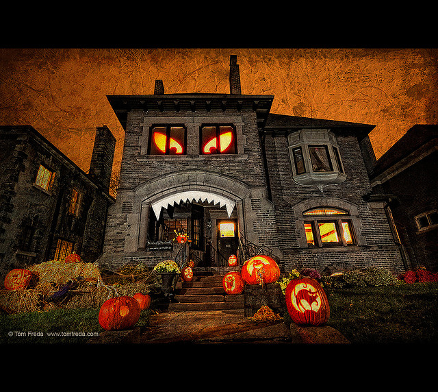 Halloween Home Decor Ideas: 11 Craziest Halloween Decorated Homes