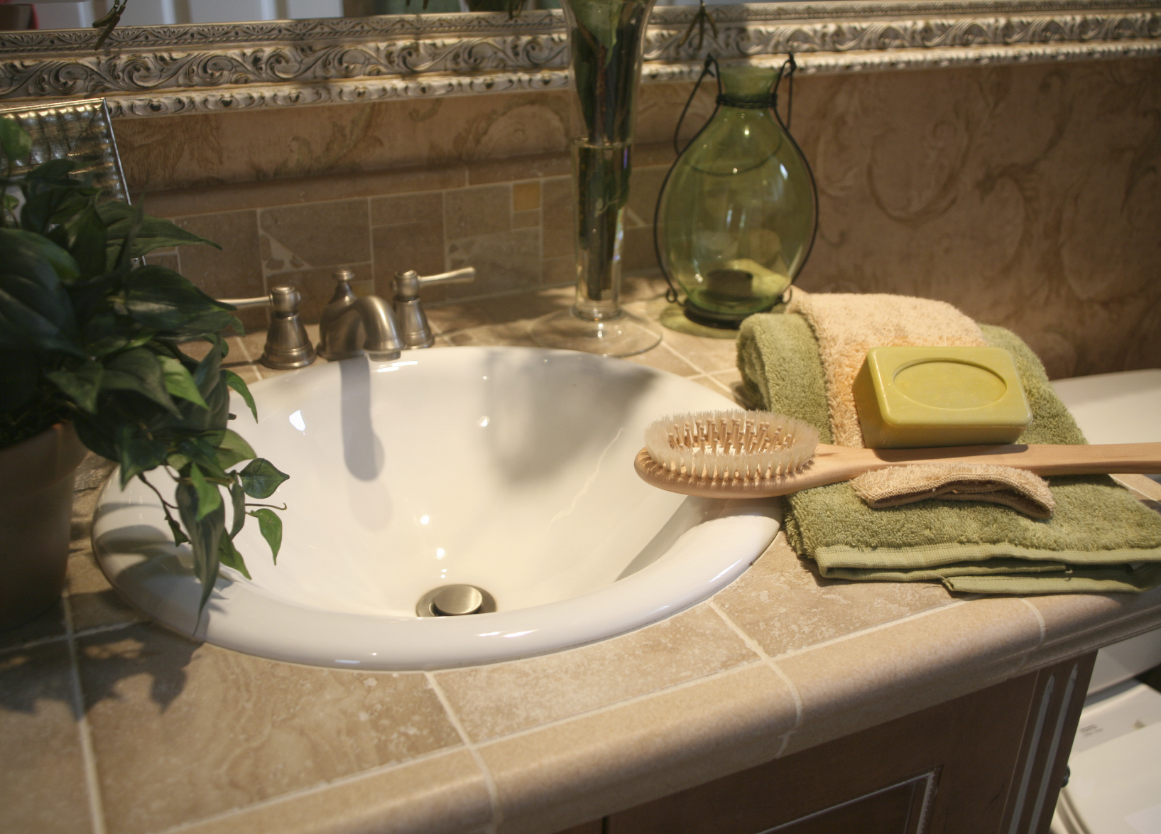 Bathroom Makeover Ideas Budget Layout Color - Small bathroom color ideas on a budget