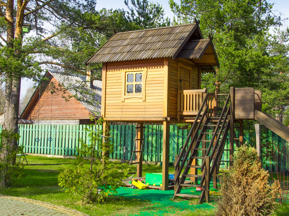 8 free plans for playhouses for Free playhouse plans