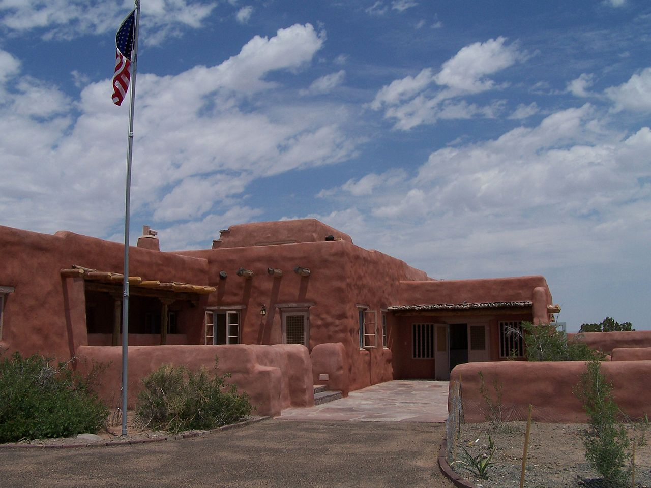 American style santa fe the pueblo revival for Pueblo home builders