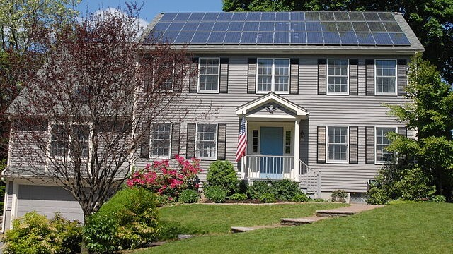 640px-Solar_panels_on_house_roof