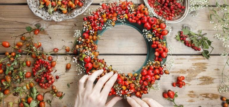 natural christmas decor rosehip and hawthorne wreath