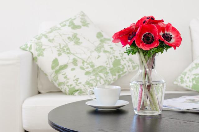 living room flowers coffee table