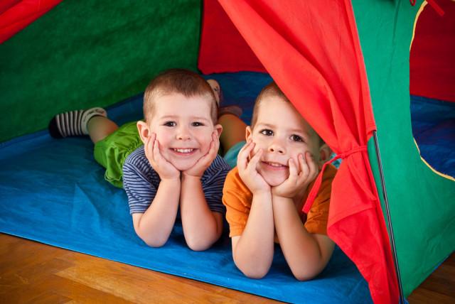 boys tent bedroom