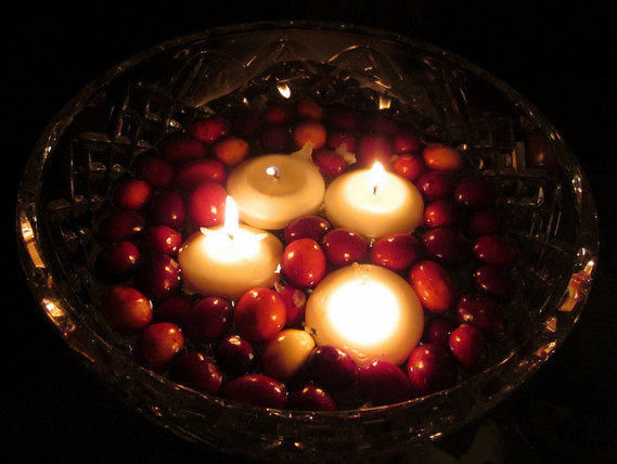 DIY Christmas table centerpiece cranberries and candles