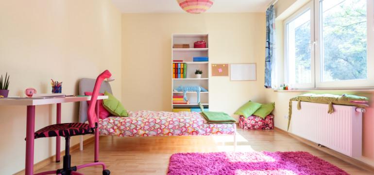 bright kids bedroom throw rug wood flooring