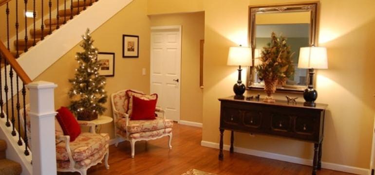 holiday decor front entrance foyer