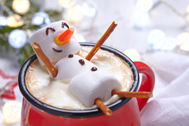 marshmellow snowman in hot chocolate