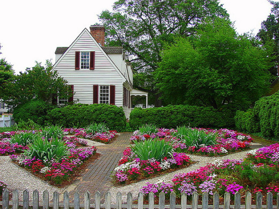 Use a color wheel for flower garden design for Garden designs for triangular gardens
