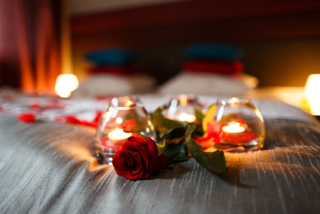 romantic bedroom candles and flowers. 6 Master Bedroom Ideas To Create A Sexier Bedroom