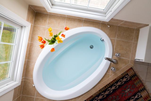 bathtub and tile bathtub surround