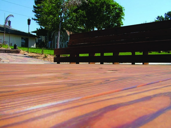 premium-hardwood-decking-roomscene-10